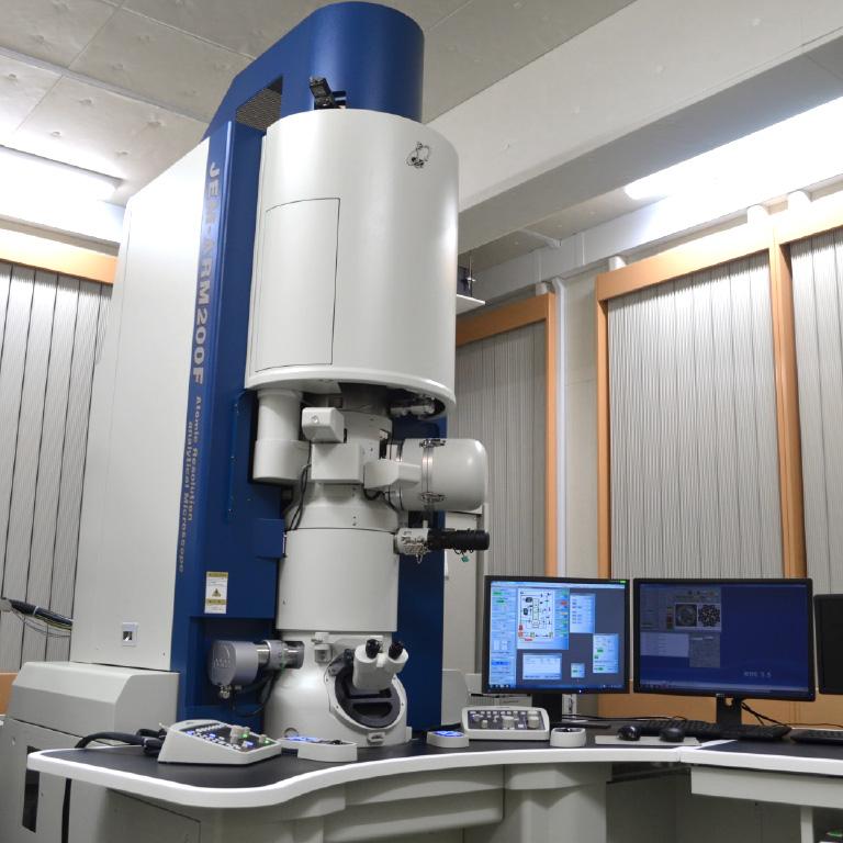 収差補正電子顕微鏡 JEM-ARM 200F Cold